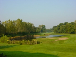 18th hole lake.JPG